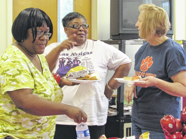 Las Amigas hosts luncheon for MES teachers