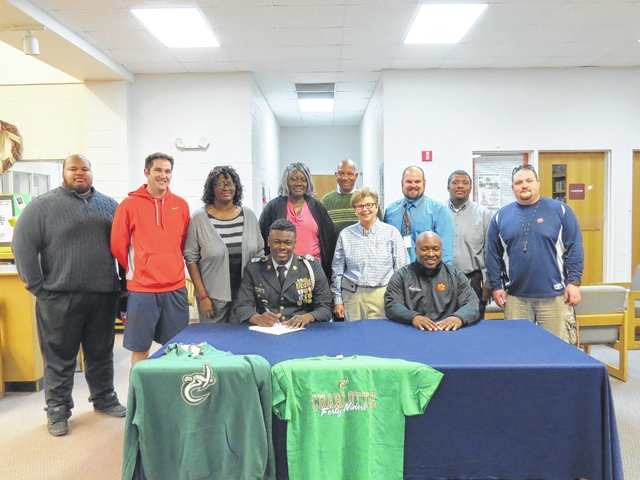 Bearcats' Horne signs with UNC-Charlotte