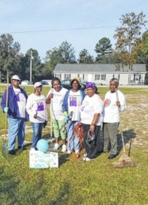 Morven chapter of Las Amigas helps senior citizen for United Way Day of Caring